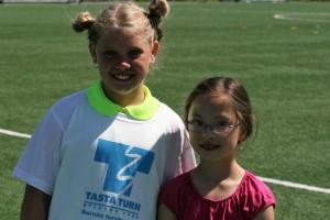 Aurora (t.v) og Sofia var to av turnerne fra Tasta som deltok. FOTO: PER THIME