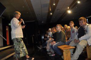 Rektor Heidi T. Høiland Arnesen ønsket de nye elevene velkommen, og presenterte lærerne.