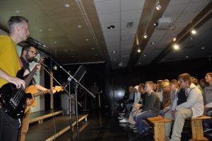 Med talentfulle lærere ble både musikalsk begynnelse og avslutning på samlingen.